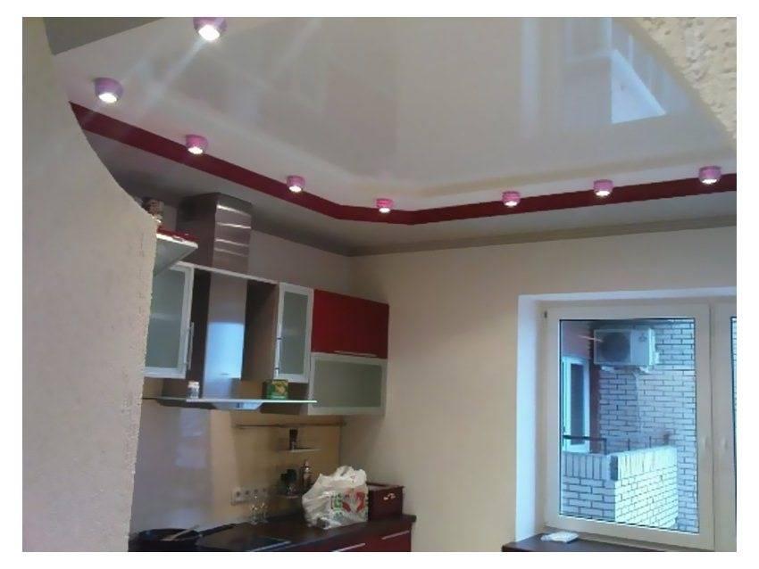 Дизайн потолков на кухне натяжные